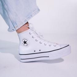 Las Converse All Star combinan con todo 💫 Las puedes encontrar en nuestra web a un precio irresistible 😋 Ánimo con el lunes! WWW.CRAZYZAPAS.COM